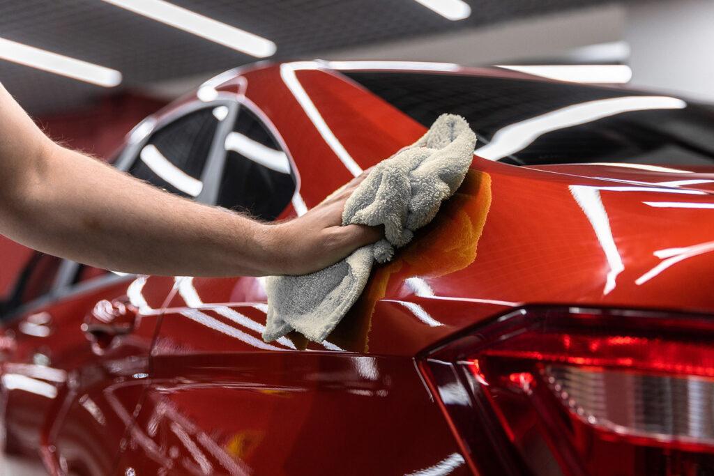 Med WashAll rengörs bilen med ett miljöanpassart avfettningsmedel och ett premiumschampo som bibehåller lackens skydd.